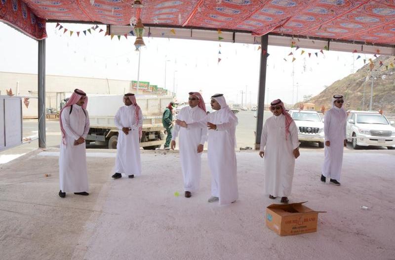 بالصور .. وكيل محافظة محايل يتفقد السوق الرمضاني ويناقش تذليل العقبات