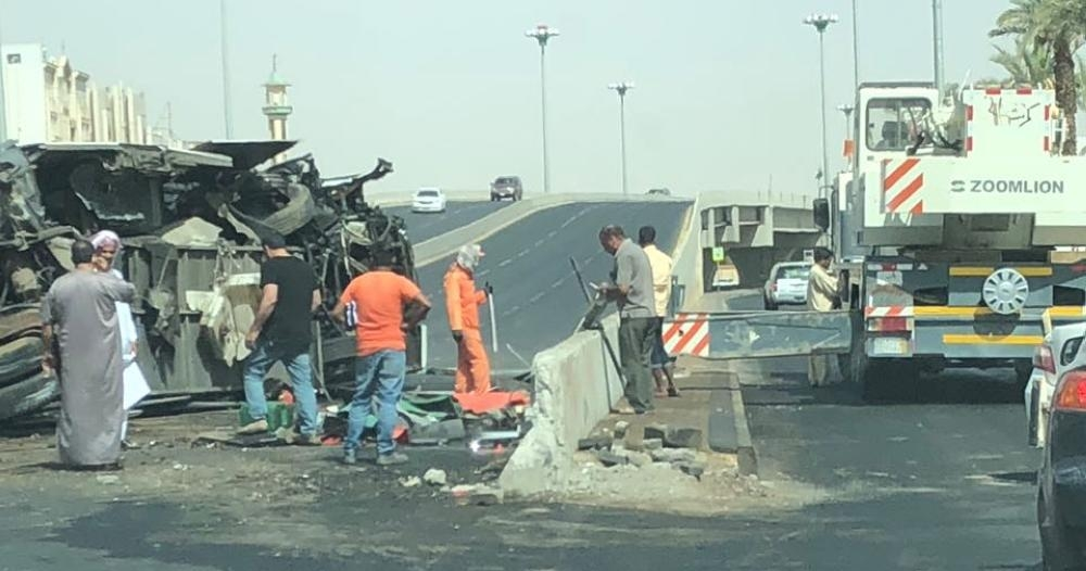 شاهد بالصور .. إصابة 36 عاملاً بحادث مروع في تبوك