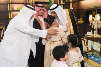 بالصور.. لفتة أبوية من أمير الباحة تجاه أبناء وذوي الشهيد الزهراني - المواطن