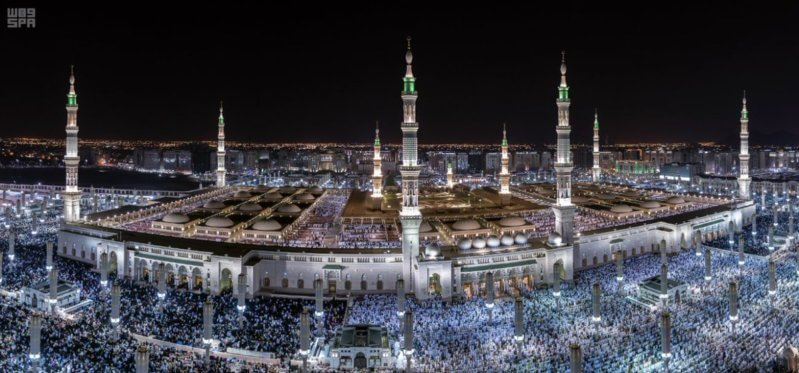 انسيابية وروحانيات في ليلة ختم القرآن بالمسجد النبوي