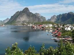 النرويجيون يتدافعون إلى البحار والأنهار للاستمتاع بالحرارة والمياه الدافئة - المواطن
