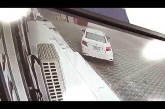 بالفيديو.. لحظة سرقة سيارة من أمام محل في المجاردة - المواطن