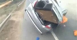 فيديو مروع.. شاب ينجو من الموت في حادث تصادم