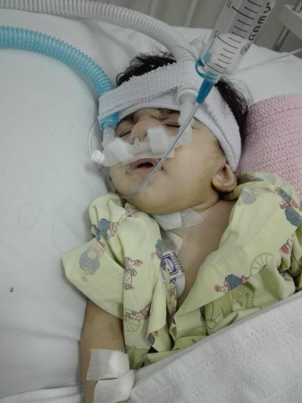 الطفل فزاع .. تخلت عنه وزارة الصحة حتى فقد بصره في عامه الأول
