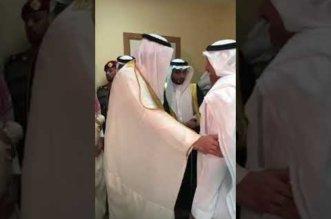 بالفيديو.. أمير الباحة يزور الشاعر عبدالواحد الزهراني - المواطن