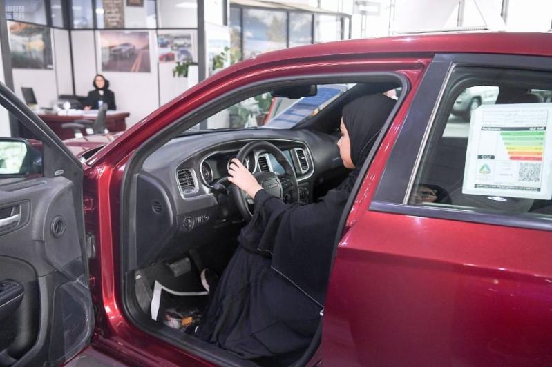 2aa0e866f صحافة نت سوريا | بالصور.. قيادة المرأة تنعش مبيعات السيارات في المملكة