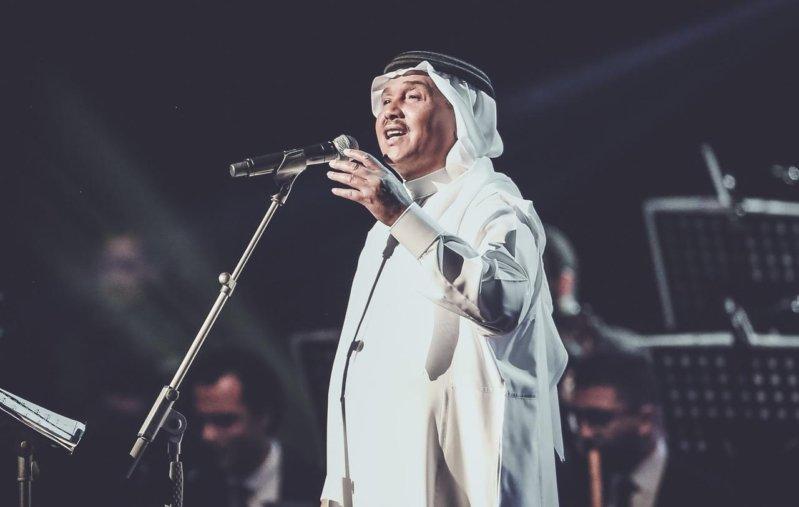 بالصور.. محمد عبده يطرب في الرياض بإحساس عالٍ وأغانٍ وجدانية