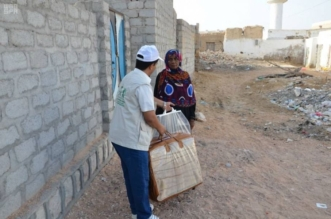 مركز الملك سلمان للإغاثة يوزع 500 كرتون من التمور في المهرة - المواطن