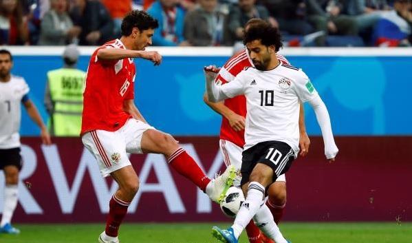 مصر وروسيا يتعادلان سلبيًّا بالشوط الأول
