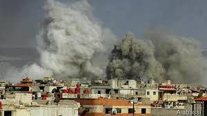 قوات النظام السوري تحرق منازل اللاجئين الفلسطينيين بمخيم اليرموك - المواطن