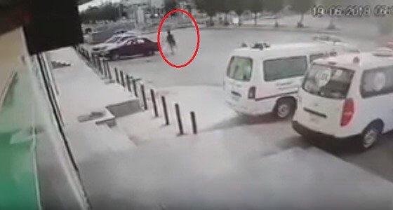 بالفيديو.. سرقة سيارة تركها صاحبها في وضع التشغيل بالرياض