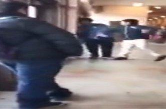 بالفيديو.. طالب يصفع زميله داخل مدرسة وهكذا كان رد فعله - المواطن