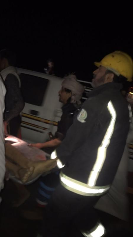 بالصور.. وفاة وإصابتان جراء انحراف مركبة من ارتفاع ١٨٠ م بعقبة الجوة - المواطن