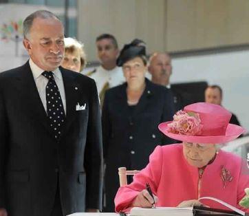 الملكة إليزابيث تصادق رسميًا على خروج بريطانيا من الاتحاد الأوروبي