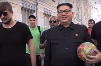 شاهد.. زعيم كوريا الشمالية يستعرض مهاراته الكروية في موسكو - المواطن