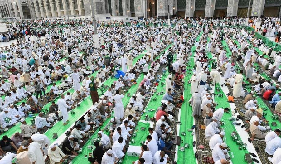 توزيع أكثر من 20 مليون وجبة لمعتمري وقاصدي بيت الله الحرام