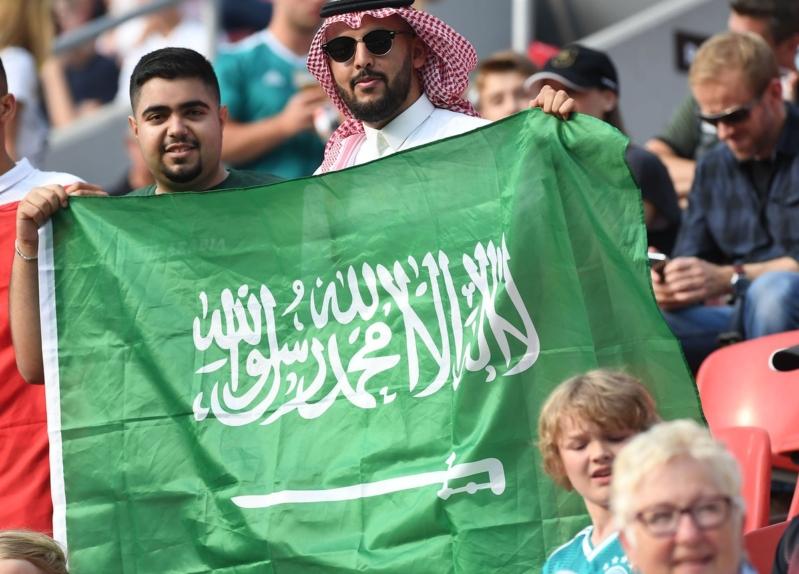 بعد استفتاء آل الشيخ.. الجماهير تؤيد إيقاف الدوري خلال الآسيوية