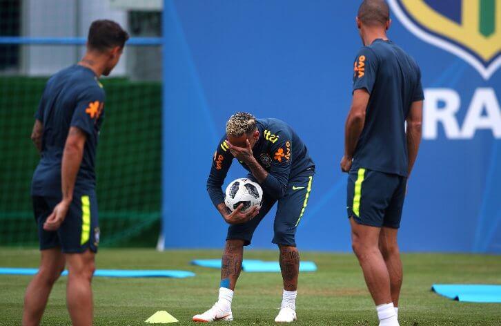 بالفيديو .. إصابة نيمار في تدريبات منتخب البرازيل