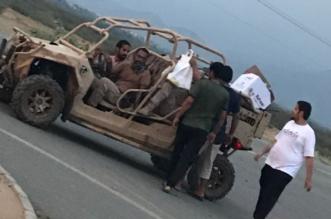 بالصور.. أهالي جرادية صامطة يقدمون 2000 وجبة إفطار للمرابطين - المواطن