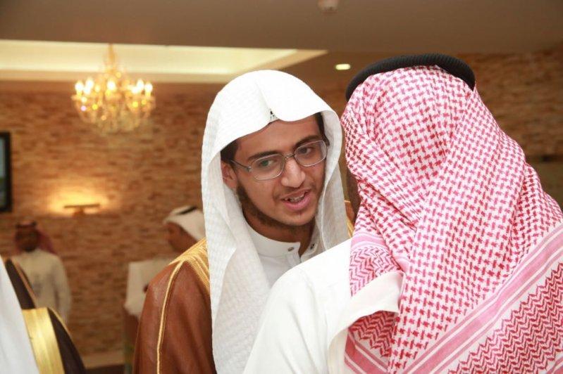 بالصور.. عسير تحتفي بحاتم آل رايزة الحاصل على المركز الأول في حفظ القرآن بتنزانيا