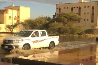 بالصور.. الأمطار ترفع منسوب المياه في حي النزهة والبلدية تتدخل بالشفط - المواطن