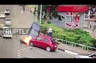 فيديو مروع.. انحراف سيارة يتسبب في دهس عدد من المارة - المواطن