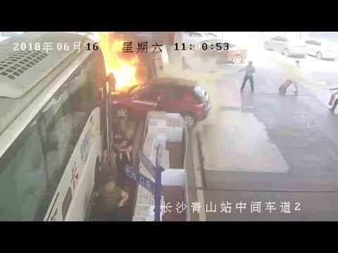 شاهد.. شجاعة عمال تنقذ محطة بنزين من كارثة محققة