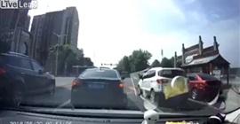 فيديو مروع.. لحظة دهس طفل أثناء عبوره الطريق - المواطن