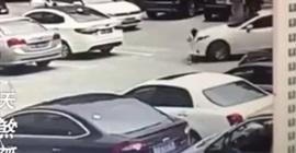 شاهد.. مركبة تسحل طفلة أثناء سيرها خلف والدها - المواطن
