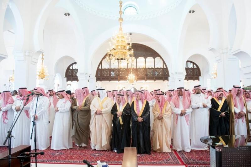 جموع غفيرة تشيع الأميرة موضي بنت عبد المحسن بن مشاري - المواطن