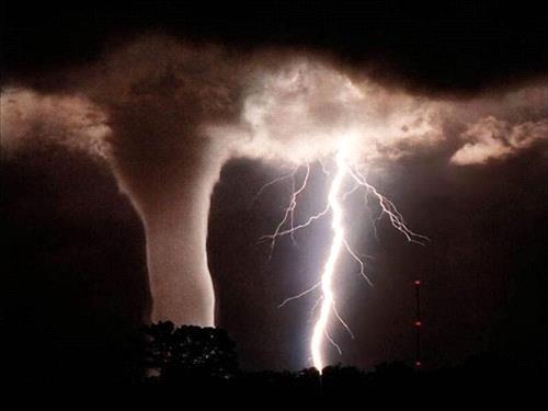 بريطانيا تنتظر كارثة طبيعية غدًا.. تحذيرات من عواصف رعدية غير عادية