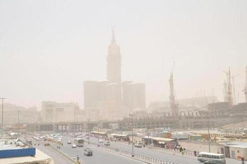 رياح نشطة مثيرة للأتربة على عدد من محافظات مكة المكرمة