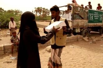 مركز الملك سلمان للإغاثة يوزع 450 كرتون تمر في المسيلة اليمنية - المواطن