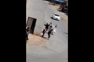 شاهد.. مضاربة عنيفة في سوق غنم النسيم بين سودانيين وبنغاليين - المواطن