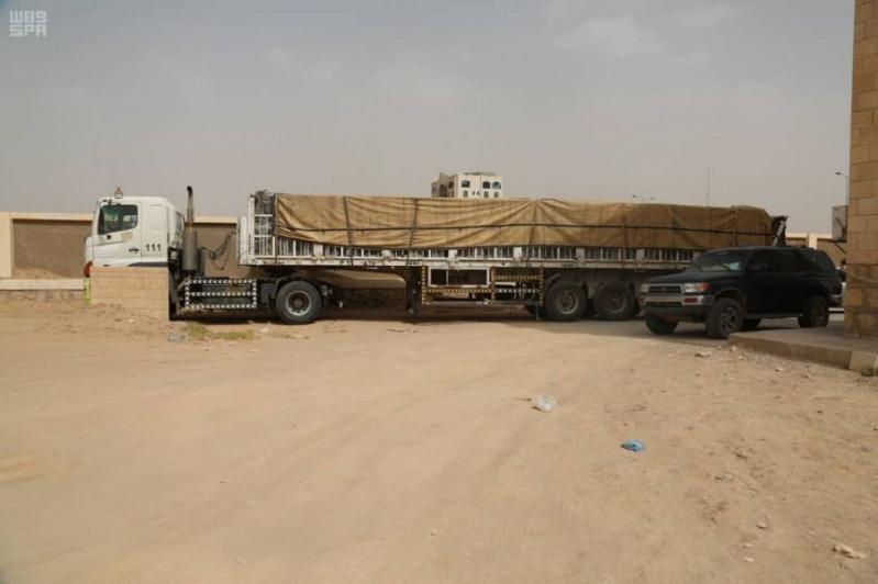 3 شاحنات إغاثية تعبر منفذ الوديعة باتجاه محافظة حضرموت