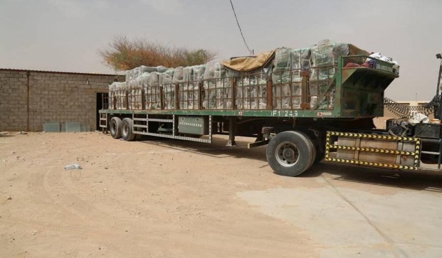 بالصور.. 6 شاحنات تحمل تجهيزات ومستلزمات مدرسية تصل مأرب
