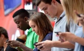 إشعاعات الهواتف تؤثر سلبًا على ذاكرة المراهقين - المواطن