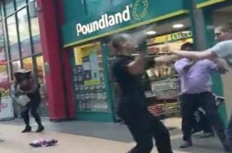 بالفيديو.. مضاربة دامية وضرب بالسلال أمام متجر في لندن - المواطن
