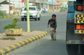 بالصور.. الأهالي بمحايل يشتكون من انتشار المتسولين - المواطن