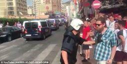 شاهد.. ضابط يضرب مشجعا إنجليزيا احتفل بفوز بريطانيا على السويد - المواطن