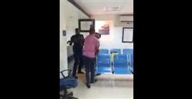 بالفيديو.. شرطي يعتدي بوحشية على امرأة تحمل رضيعاً - المواطن