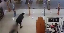 بالفيديو.. أب يسحل ابنته داخل متجر - المواطن