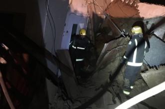 بالصور.. إصابة خمسينية في انهيار سقف منزل بثلوث المنظر - المواطن