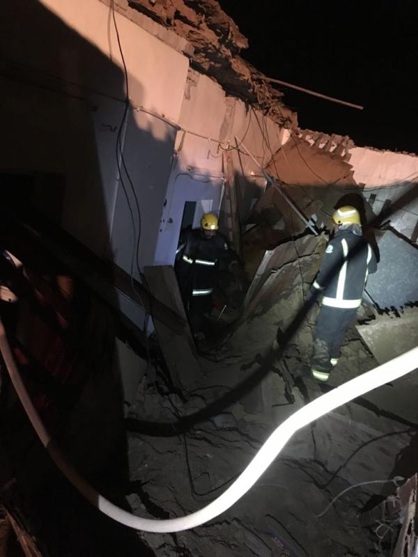 بالصور.. إصابة خمسينية في انهيار سقف منزل بثلوث المنظر