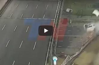 بالفيديو.. سقطت مركبته بسرعة 170 كم من فوق الجسر وهكذا نجا من الموت - المواطن
