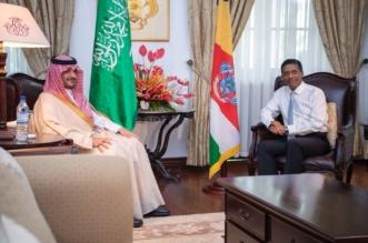 بالصور.. وزير الداخلية يبحث مع رئيس جمهورية سيشل تعزيز مسارات التعاون - المواطن