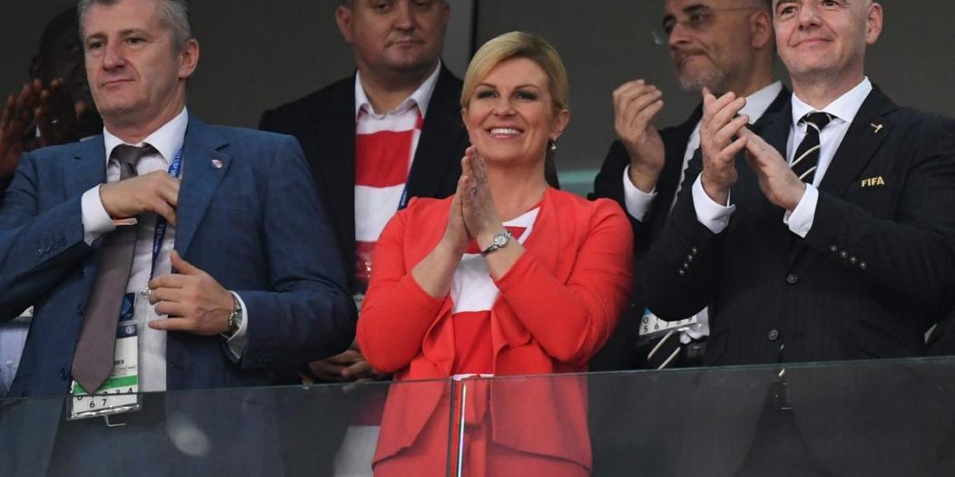 بالصور .. رئيسة كرواتيا تنسى وقار منصبها لعيون منتخب بلادها