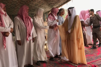 بالصور.. محافظ بارق ينقل تعازي القيادة لذوي الشهيد الربعي - المواطن
