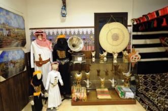بالصور.. تدشين أول موقع متخصص في صناعة الهدايا التذكارية بقرية المفتاحة - المواطن