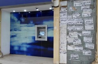بالصور.. رغم تحذيرات البنوك ملصقات سداد القروض تطارد المتعثرين ماليًا - المواطن
